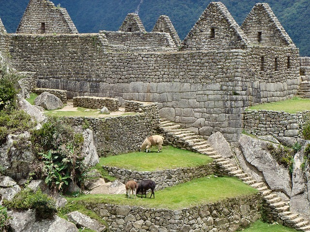 Eines der bekanntesten Sehenswürdigkeiten in Südamerika sind die Machu Picchu Ruinen in Peru
