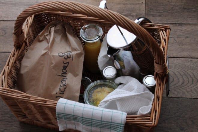 Auf dem Hofgut Hafnerleiten bekommt man das Frühstück ins Haus geliefert.