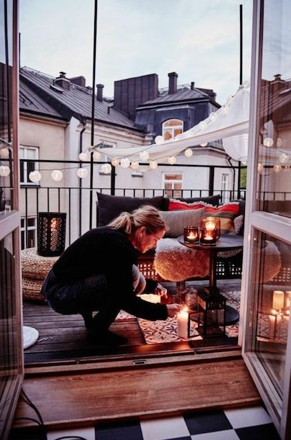 Wohlfühlambiente auf dem Balkon gehört zum Heimurlaub dazu