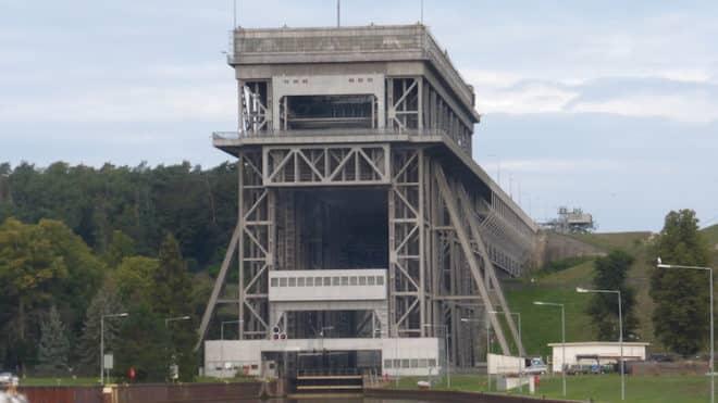 Auf der Flusskreuzfahrt von Stralsund nach Potsdam wird auch das Schiffshebewerk Niederfinow besucht.