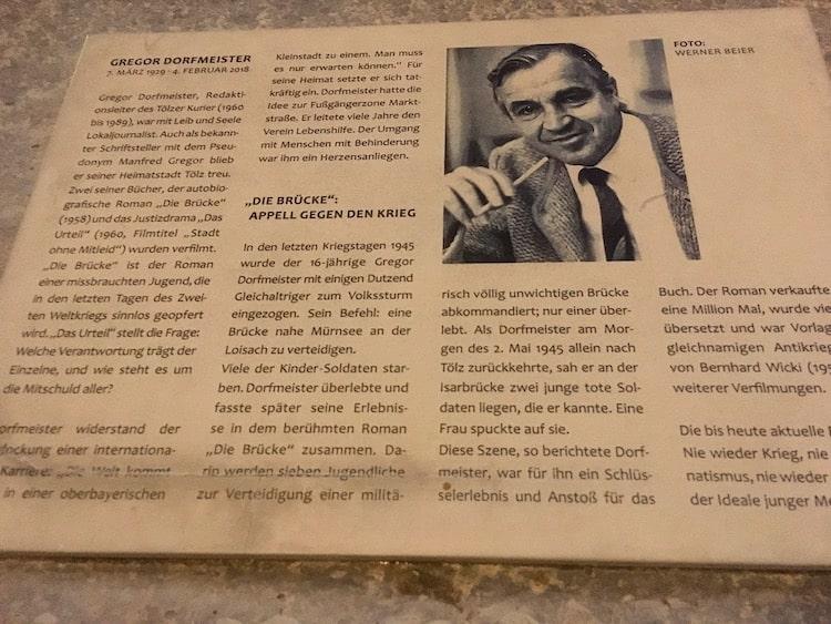 """Ein Denkmal erinnert an Gregor Dorfmeister und """"Die Brücke"""""""