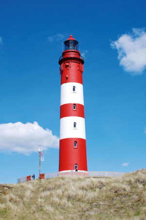 Der markante Leuchtturm auf Amrum ist eine beliebte Sehenswürdigkeit.