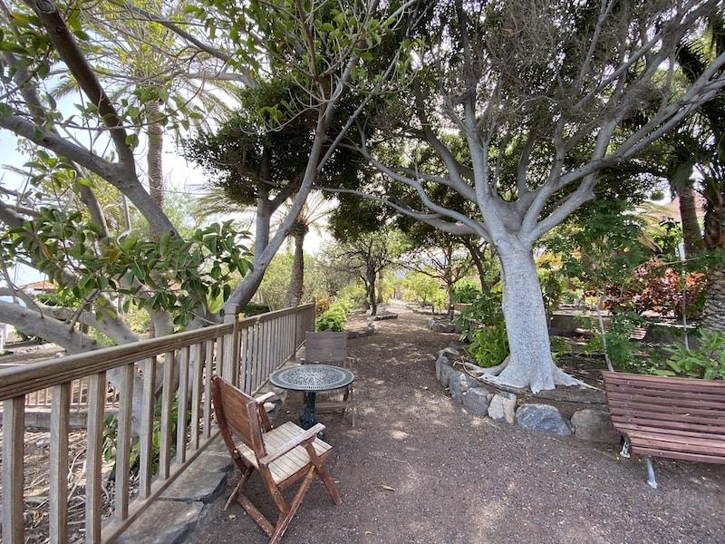 Eine weitläufige Gartenanlage gehört zum Hotel Parador de Conde auf La Gomera
