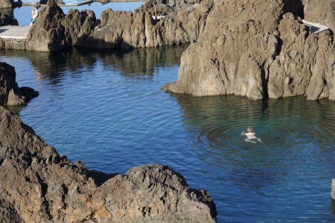 Die natürlichen Felsbäder auf Madeira eignen sich hervorragend zum schwimmen.